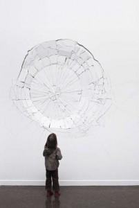 Aurélien Maillard, Sans titre ( impact circulaire), série des impacts, 2012,bois peint marqueté et collé 361 x 300 cm, profondeur variable, courtesy galerie Bacqueville