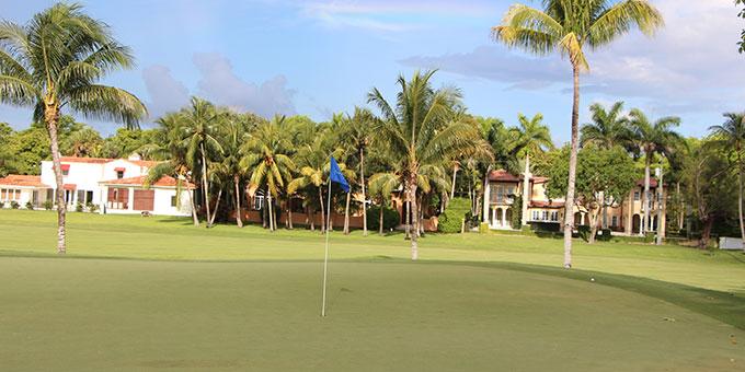 The biltmore h tel une adresse mythique et un golf de for Club piscine cabanon