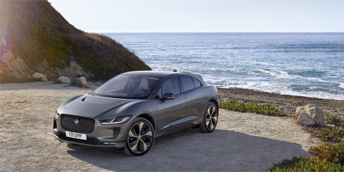 jaguar pr sente son premier suv 100 lectrique la jaguar i pace swing f minin. Black Bedroom Furniture Sets. Home Design Ideas