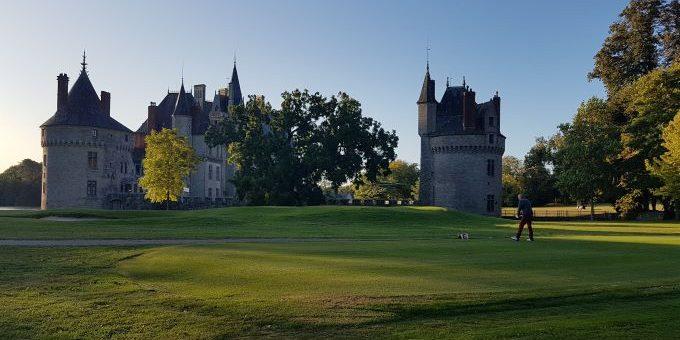 Menuiserie on the Green au Domaine de la Breteshe, vue du château