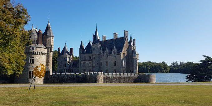 Le majestueux château de la BretesheMenuiserie on the Green au Domaine de la Breteshe - Photo TPlassais/swing-feminin