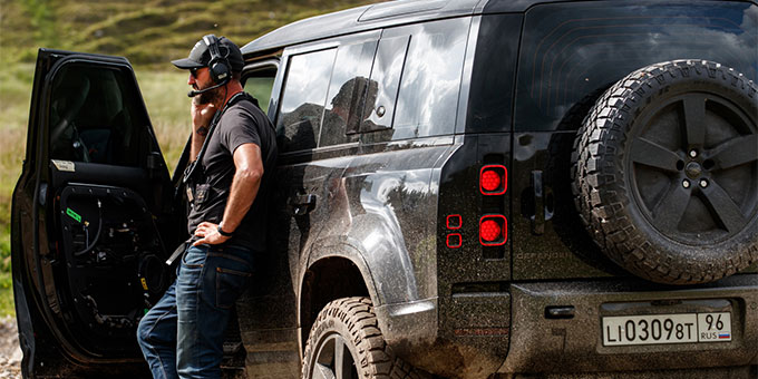 Le nouveau Land Rover Defender affronte les tests les plus rudes dans le prochain James Bond, Mourir peut attendre