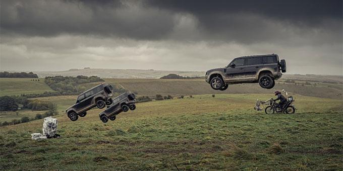 Le nouveau Land Rover Defender réalise lui-même ses propres cascades