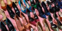Artcurial : Catherine Deneuve réalise une vente au profit des Restos du Cœur