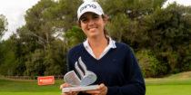 Charlotte Liautier et le trophée du Santander Golf Tour Barcelona - Crédit - LET Access
